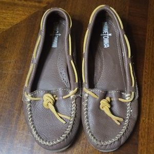 Womens Minnetonka Brown Leather Moccasins